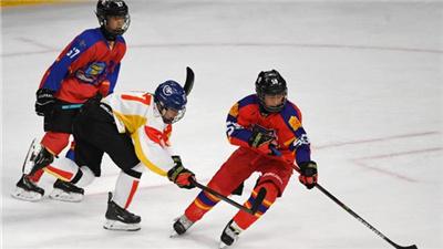 首届北京冰球公开赛收官 1000余名运动员参赛