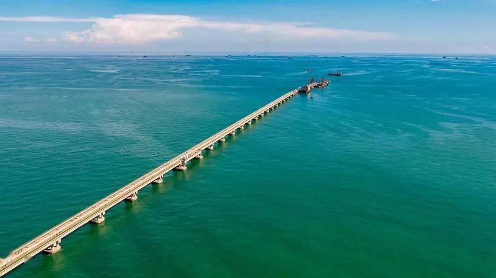 广西首个30万吨级原油码头正式对外开放 是广西最大的原油码头